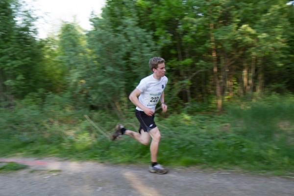 Pål Onsrud fra Gjøvik på vei til en overraskende seier i sin debut i Follotrimmen i fjorårets løp i Drøbak. Dukker han opp for å forsvare seieren? Foto: Trond T. Hanen