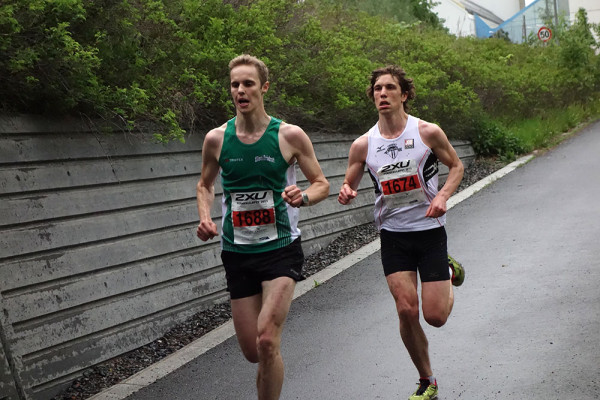 Håkon Brox, t.h., vant Fornebuløpet i går. Foto: Espen Ringom