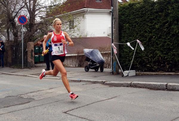 Karoline Grøvdal har tatt opp jakten på Tjalve og Gular. Hun forserte bakkene opp til Besserud desidert raskest på 6.28 og løp Vidar opp i tet.