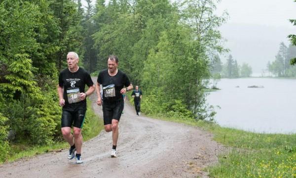 Nordmarka Halvmaraton 2013_vått_MonaT-Lundemo