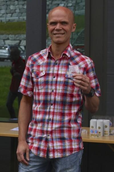 En stolt Bjørn Fretland etter 2.plass i Hornindalsvatnet Maraton. Foto: Helge Fuglseth, Kondis