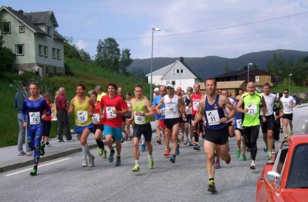 Jølster-Maraton-2013-starten