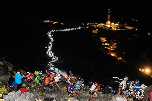 Lyktene opp fra Faro de Fuencaliente (bilde ©Transvulcania)