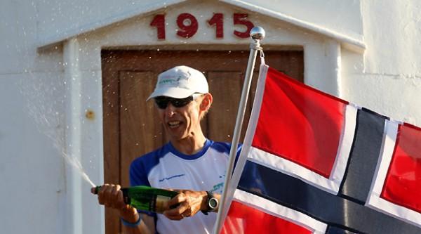 Fra 1. juli til 12. august 2010 løp Erik Nossum fra Nordkapp til Lindesnes Fyr. Distanse: 2660 km. Tid: 42 døgn 9 timer 6 minutter og 45 sekunder!