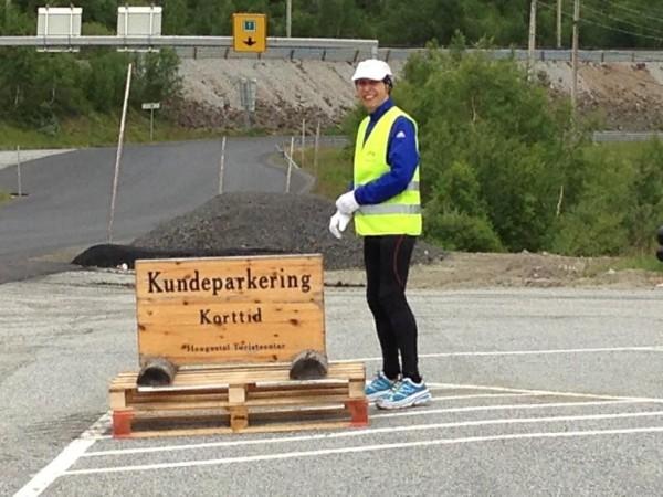 Kun korttidsparkering for Erik Nossum på Haugastøl i går kveld, før siste dagsetappe videre til Geilo. Haugastøl er for øvrig mål for det 83 km lange Rallarvegsløpet, som går lørdag til søndag. Foto: Tove Nossum