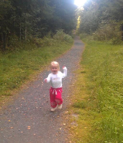 Tatt fra lysløypa som vi løper inn i ganske tidlig. Min to år gamle datter (Esiree Tomter) var med på forhånds rekognosering på lørdag. Foto: Roar Tomter