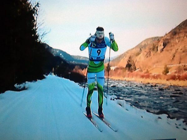 Avgjørelsen faller. Simen Østensen har startet en langspurt med 6 km igjen... (Foto: tv-bilde)