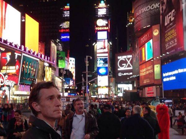 Tankefull og imponert på Times Square. (Foto: Ingulf Nordahl)
