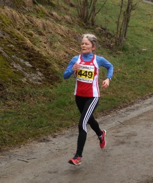 Ingunn Monsen, SK Vidar, vinner klasse 50-54 år på 1.37.03.