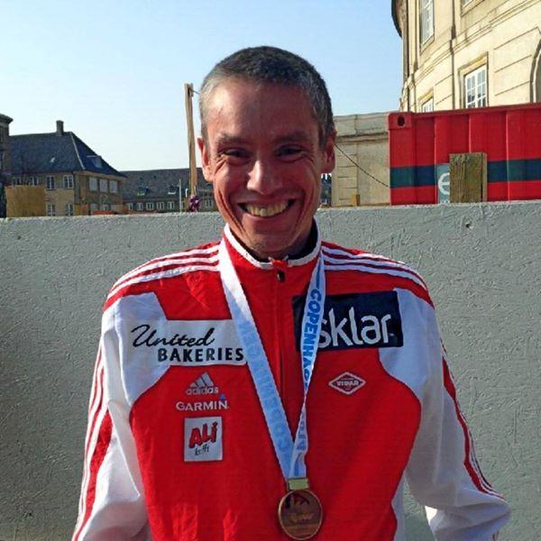 1.24.09.veldig fornøyd.VM halvmaraton ble akkurat så gøy som jeg ville det skulle bli. Sol, masse folk og god stemning. (Facebookfoto med tekst: Tim Bennett)