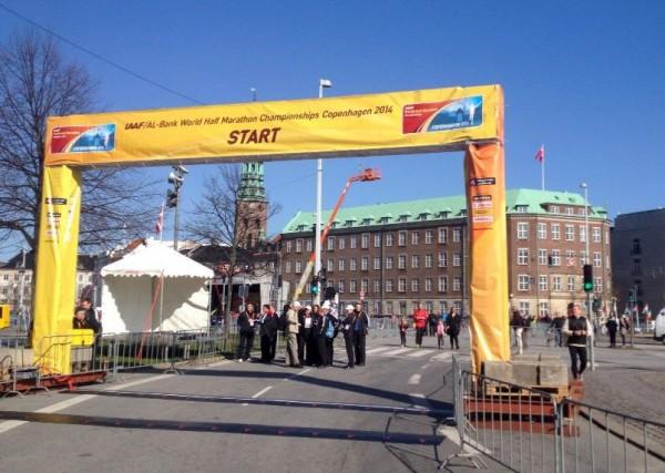 Alt klart til fokefest for verdenseliten og 27.000 løpere i sentrum av København. (Foto: Trond Inge Carlsen)