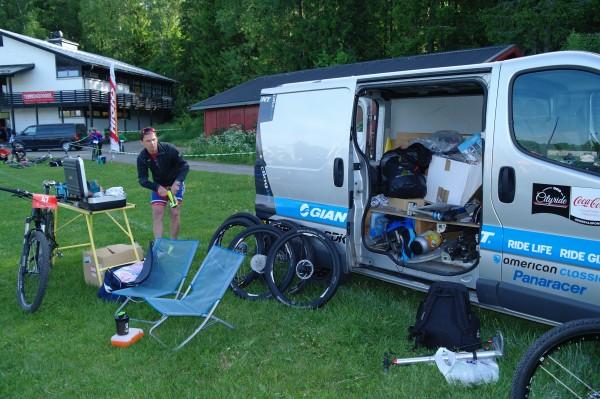 Det er viktig å ha med nok utstyr når man skal på sykkelritt! (Foto: Joar Markhus)