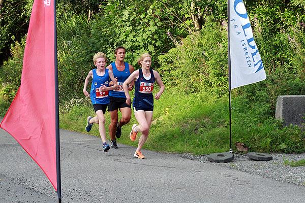 Rebecca Hilland første damer etter 2 km