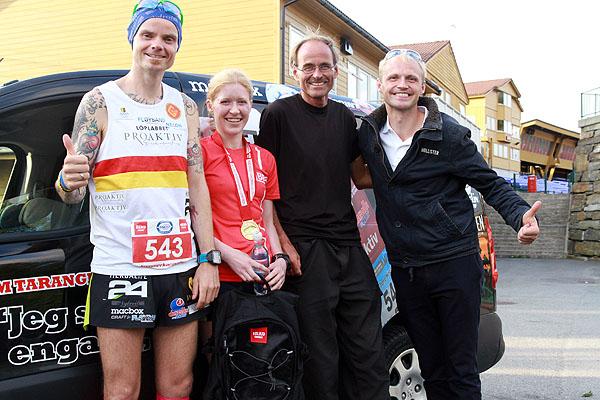 Og selvfølgelig måtte vi få med et bilde av hele teamet. Bjørn Tore, Rebecca, trener Jan Fjærestad og ektemannen Dag Hilland.