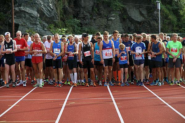 Konsentrerte løpere før startskuddet