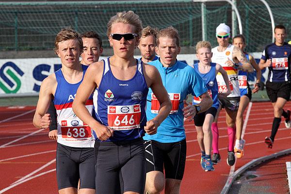 Jens Larsen Aastveit i tet etter en snau runde