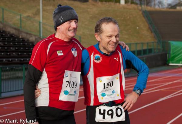 Morten Hauso og Inge Asbjørn haugen kan gratulere hverandre med hhv alle 50 maratonløp i Maratonkarusellen og med sitt 490. maratonløp totalt!