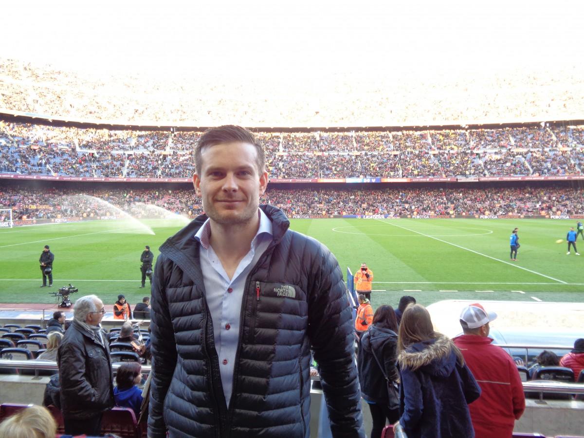 Det er en småvill opplevelse å komme inn på Camp Nou for å se La Liga-matchen Barcelona vs. Levante litt senere på dagen! Den legendariske stadion fra 1957, med en publikumskapasitet på smått utrolige 98 787 tilskuere, får selv lokale Nadderud til å blekne......(sorry Ingebrigt!)