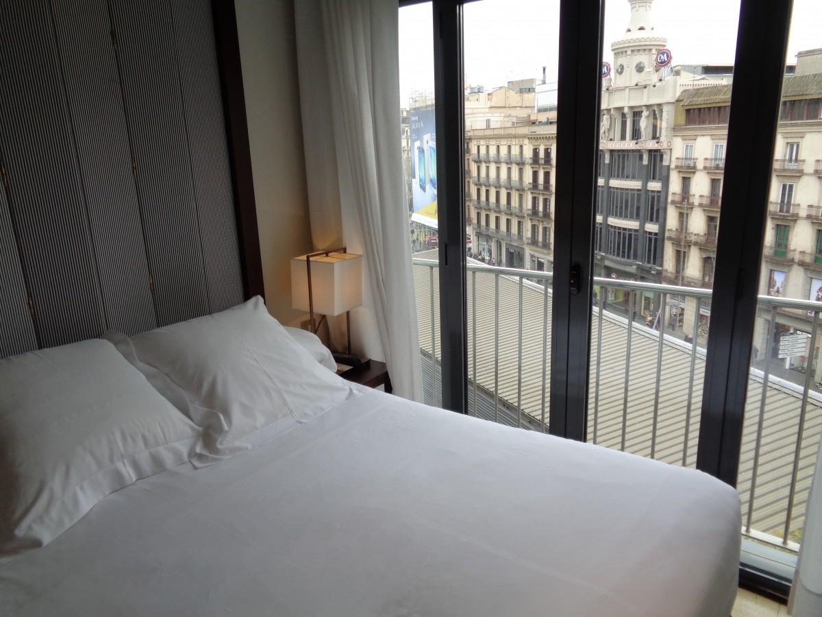 Base camp! Mens fiffen gjerne brisker seg på W Barcelona eller Mandarin Oriental har koselige Hotel Pulitzer rett ved Plaça de Catalunya blitt min personlige favoritt i Barcelona. Utrolig stilig og fresht design, renslig og ryddig og glitrende beliggenhet gir toppscore fra undertegnede:)