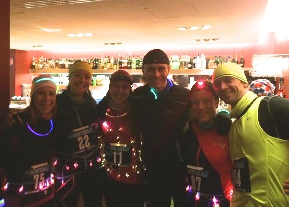 Glade SkiLøpere hadde en fin kveld, tross problemene underveis. Her fra venstre Mona Mikaelsen, Marit Haraldsen, Janicke Ekelberg, Stig Lima, Mette Synnerstrøm og reporter Roar Tomter. (Foto: Eline Hyggen)