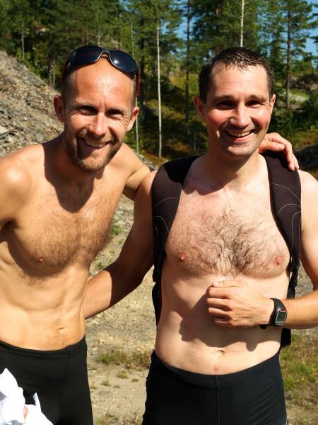 -To spreke karer som bokstavlig talt jogget ned fra toppen etterpå. Tredjemann Øystein Mørk og andremann Per-Christian Lysaker Torgersrud nyter en av sommerens varmeste dager.