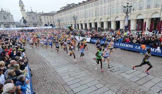 Torino Foto Alessandro Bosio:27 TURIN MARATHON - STRATORINO E JUNIOR MARATHON nella foto la partenza della TURIN MARATHON