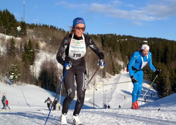 Ingunn Weltzien tok i fjor en sterk 6.plass på den fulle Holmenkollmarsjen, over 10 minutter foran Kari Øvsthus. Nå ble det andreplass totalt, men hun måtte se seg slått av veteranen fra Voss. (Foto: Frode Monsen / Sportsmanden)