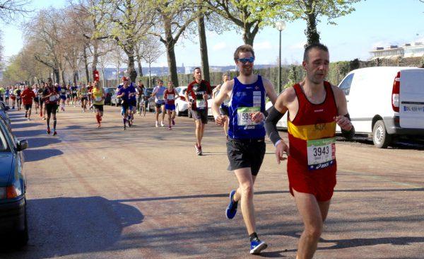 Eirin motiverer før de siste 7 km inn til mål. Foto: Eirin Bugge.