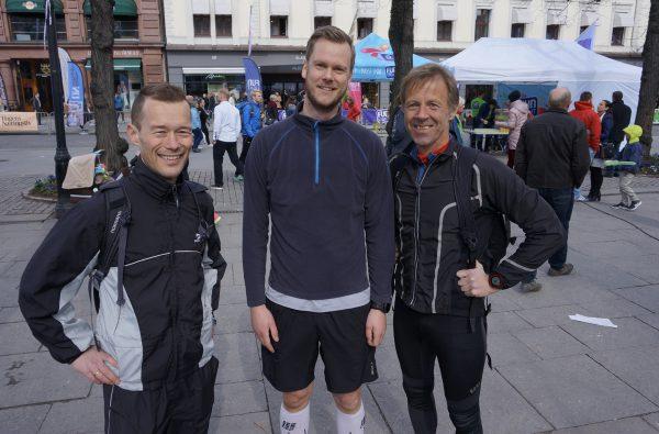FØR: Even Nedberg (t.v.), mannen som løp 14 ultraløp i fjor, i tillegg til en rekke maraton, og som nylig perset på nettopp maratondistansen med nesten 19 minutter i Holmestrand, og Sportsmandens for anledningen løpende redaktør hadde begge som mål å komme under 40 minutter, mens Henrik Hølli Knudsen i midten skulle under 45 minutter.