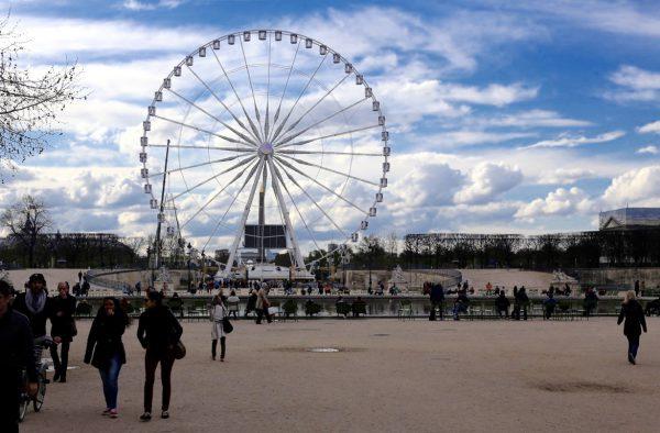 Mye spennende å få med seg underveis i Paris Marathon. Foto: Eirin Bugge