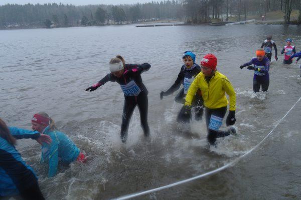 Spruting og plasking når Eirik er i vannet.