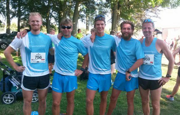 Herlig innsats fra Team Sportsmanden på Bornholm. Her er fem av løperne på ett brett, fra venstre Christian Fredriksen, Tore Bjrkrheim, Kjetil Andre Bjerkrheim, Ruben Strand og Frode Monsen.