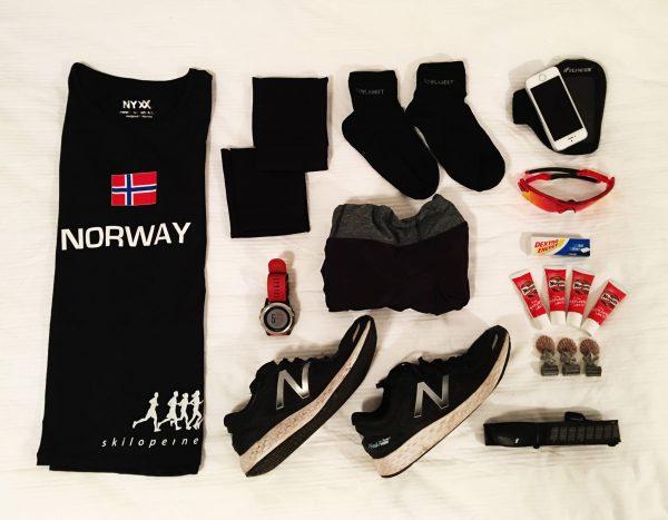 I forkant lurte jeg på om det ville bli for kaldt å løpe i singlet og kort skjørt. Ingen fare! Løpsdagen ble antakelig sommerens varmeste på Island!