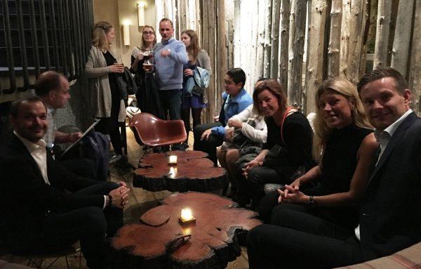 Med så mange kjente på plass i Reykjavik ble det feiret i flere omganger. En utepils i solfylt bygate, en ettermiddag på Spa og en herlig bankett på restauranten Grillmarkadurinn som viste seg å være akkurat så bra som alle hadde sagt.