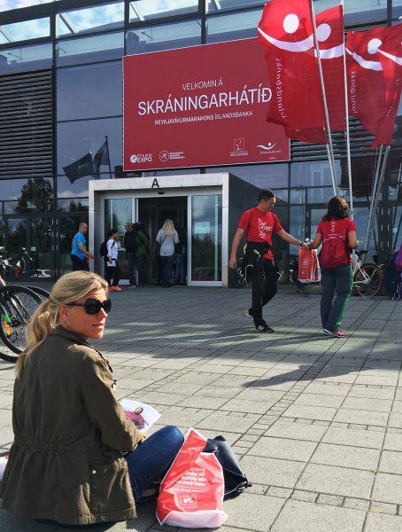 Første stopp i Reykjavik ble startnummermessen. Etterpå kunne vi slappe av litt i solen mens vi ventet på taxi tilbake til sentrum.