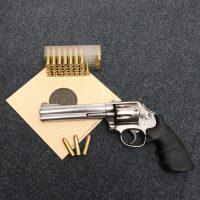 SSVP Revolver liggend met kaart en kogels