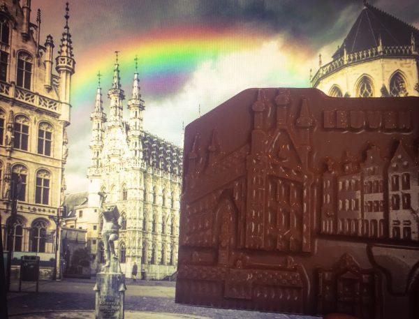 Chocolade versie van de stad leuven - Gotisch stadhuis - oude markt -station Leuven