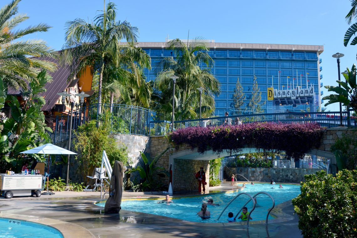 disneyland hotel poolområde