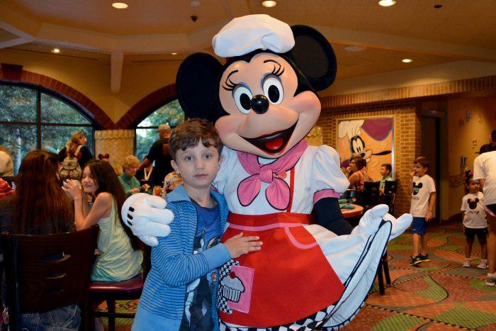 goofys kitchen minnie mouse