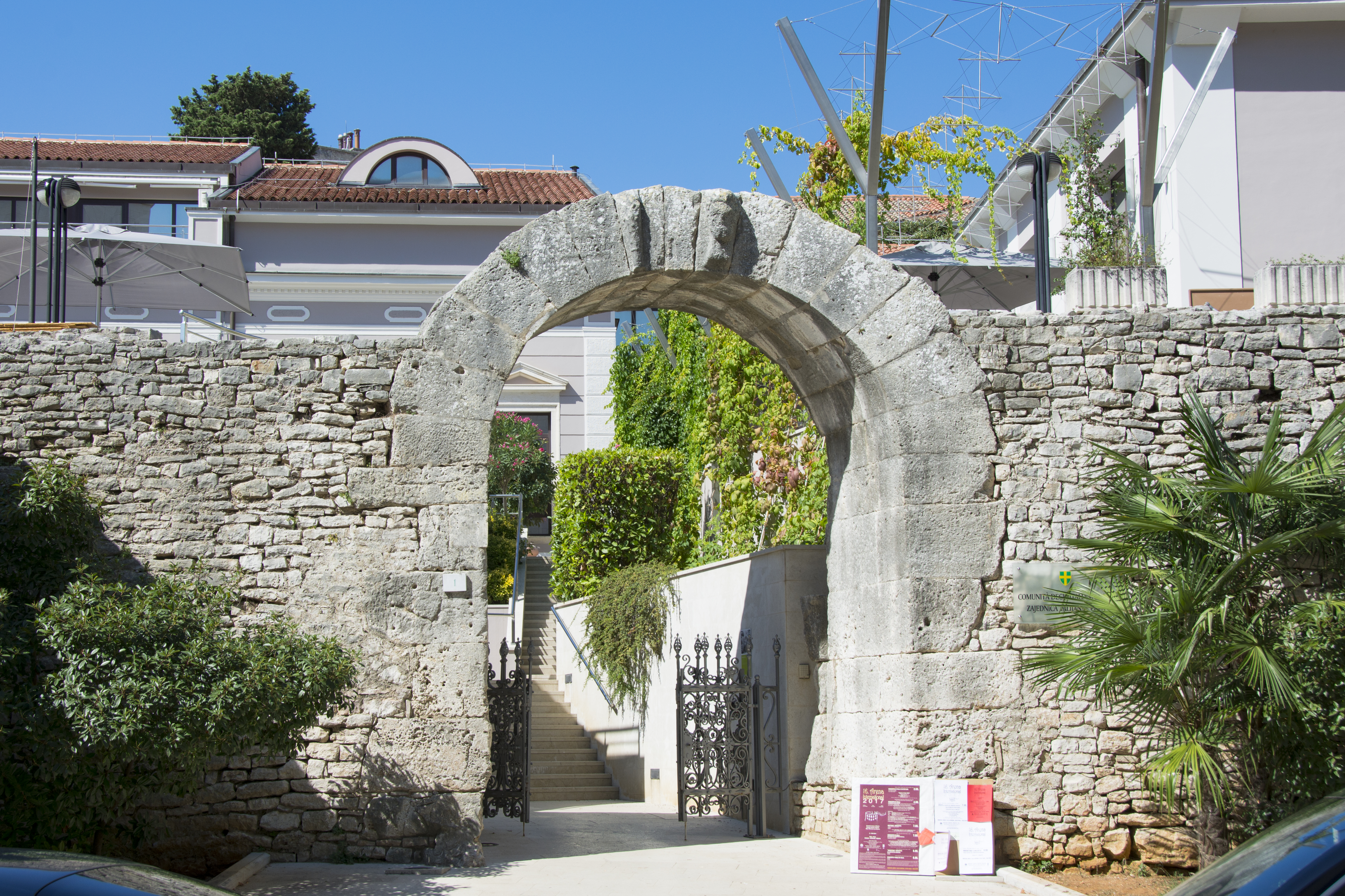 the gate of hercules pula kroatien