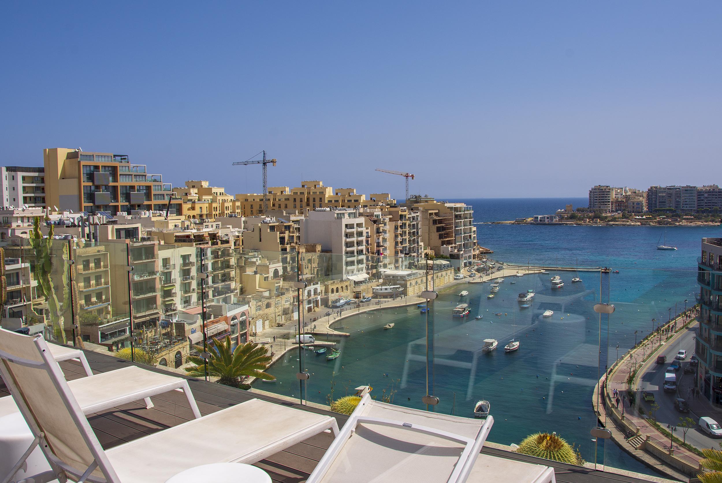 hotel juliani malta utsikt taket solstolar