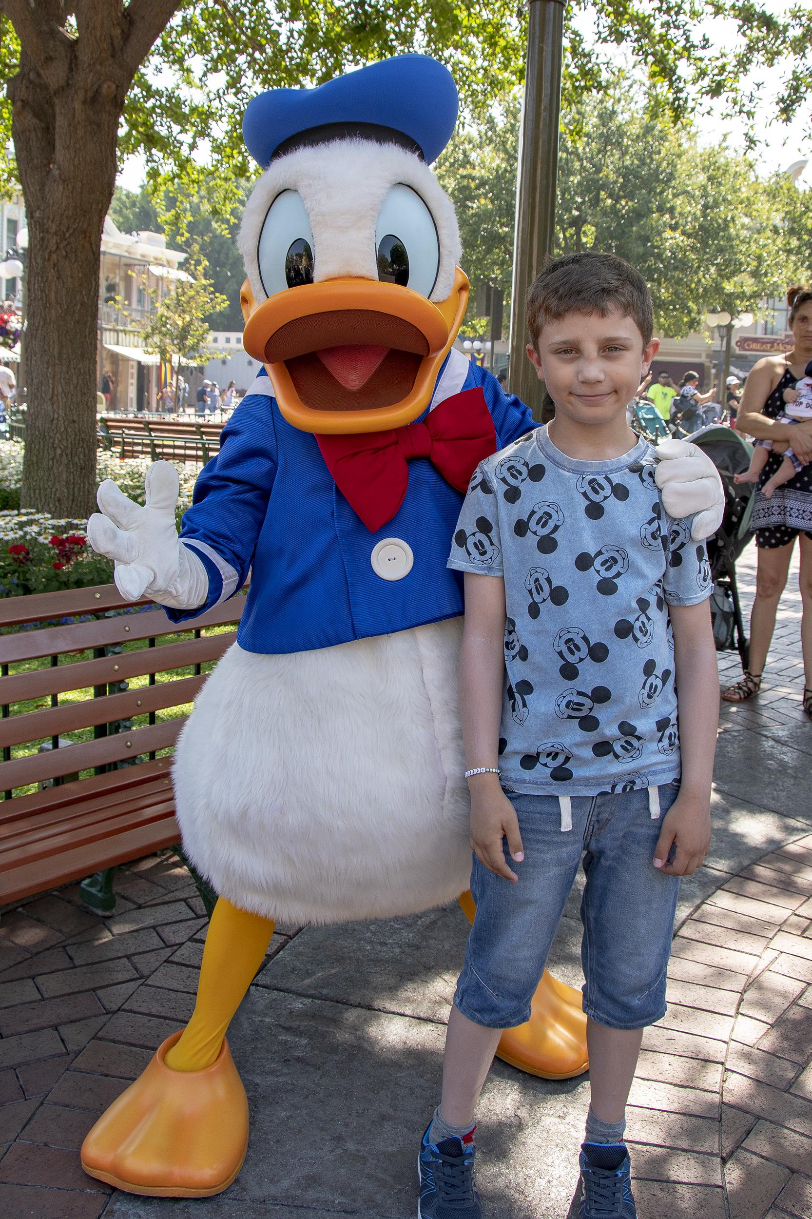 Kalle Anka på Disneyland.