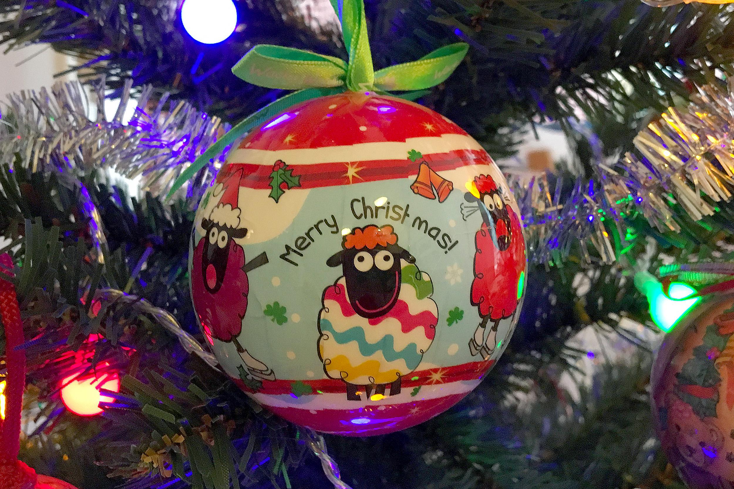 Ett julpyntat Dublin julgranskula