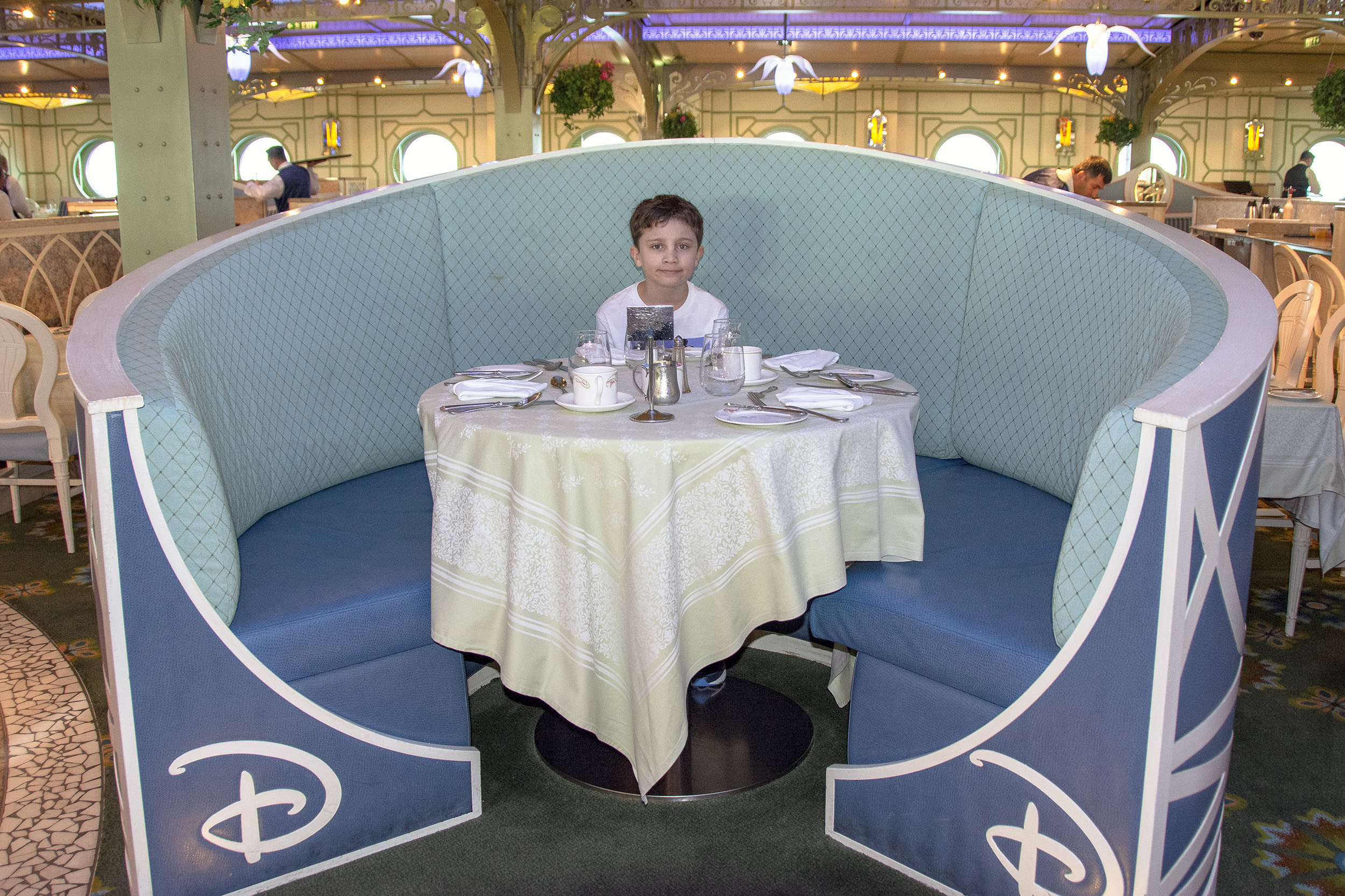 Disney Dream Enchanted Garden Breakfast Frukost