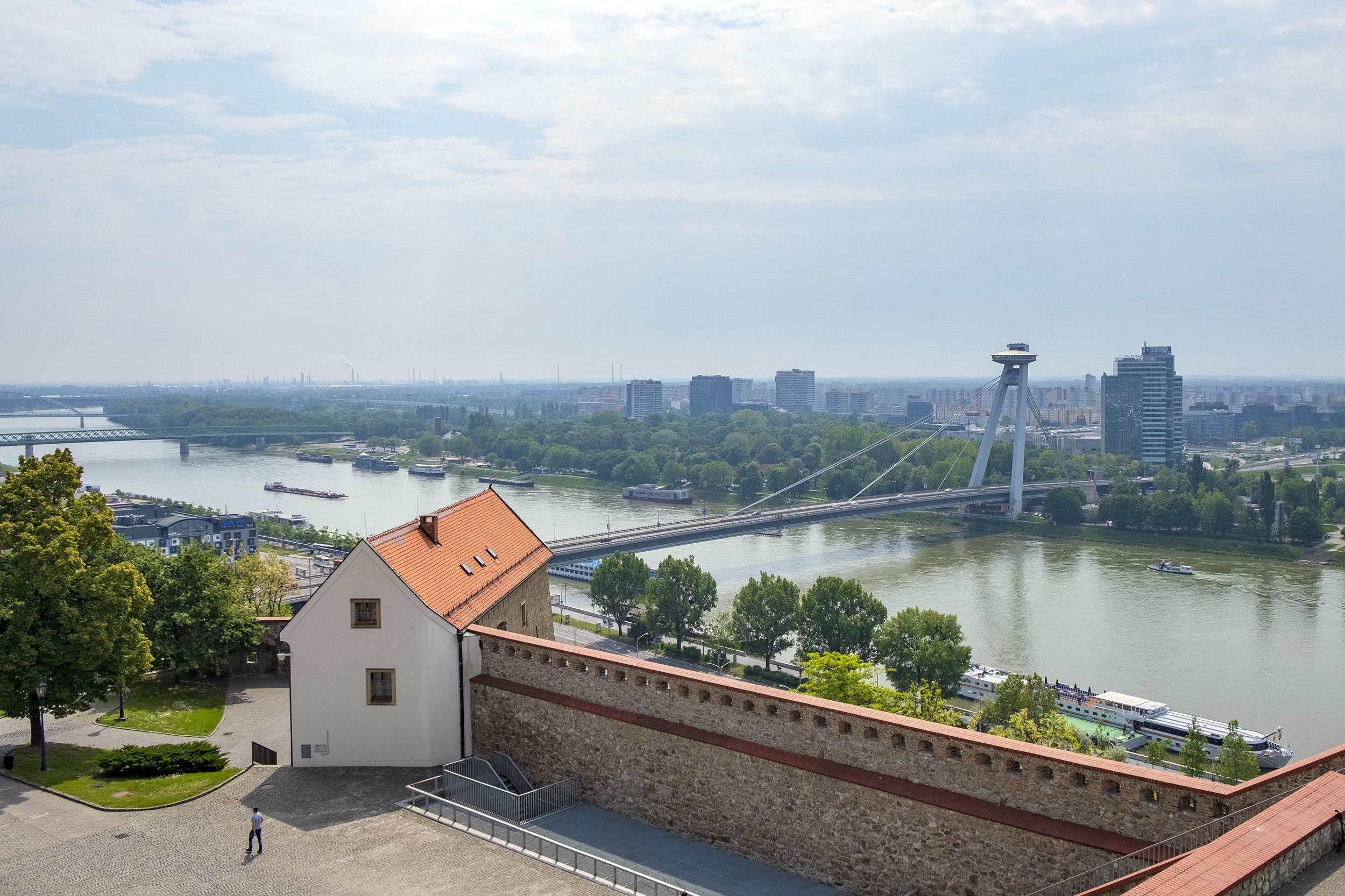 Donau Nový Most Bratislava Slott
