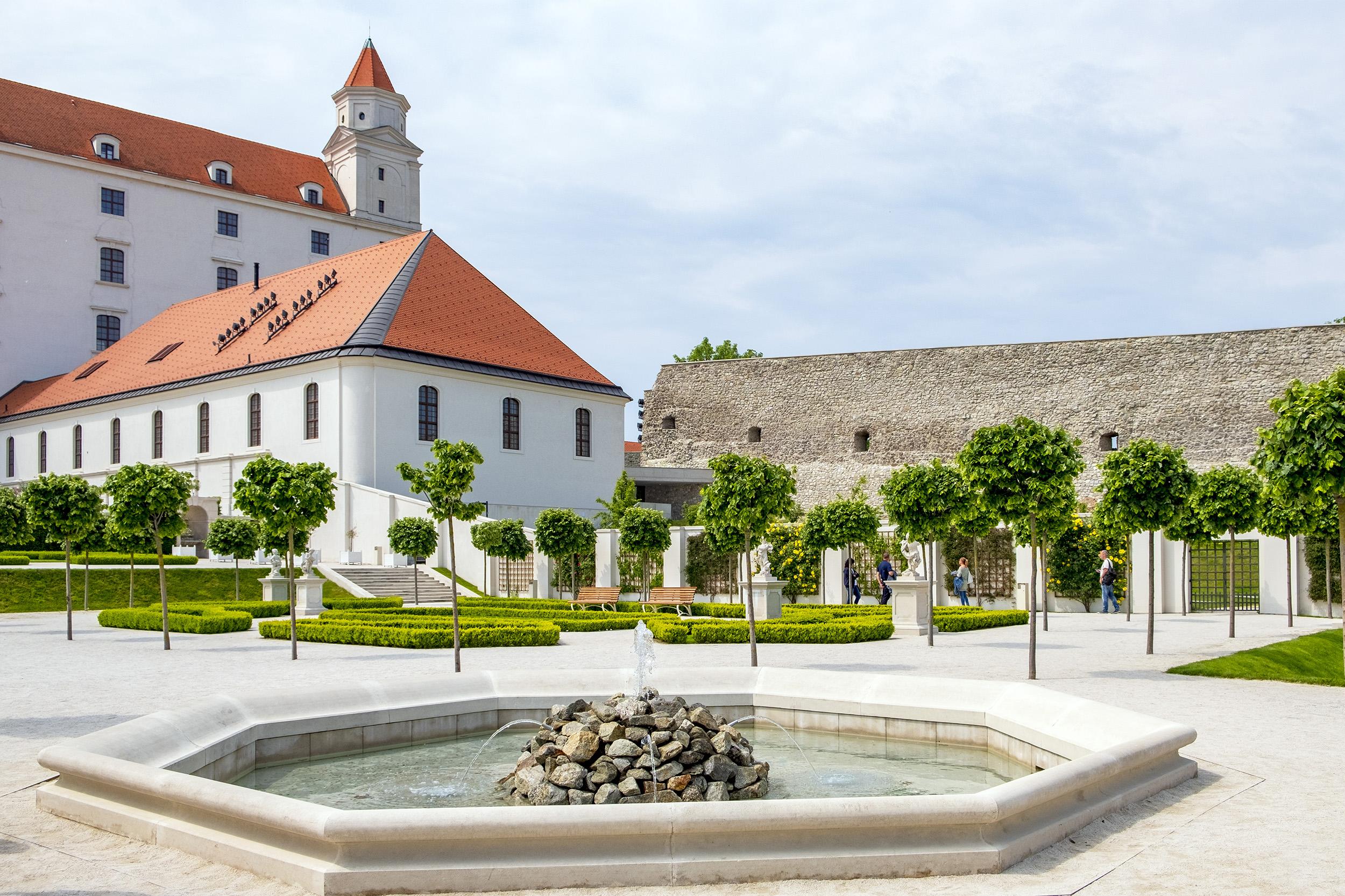 Slottet i Bratislava Slovakien Trädgård