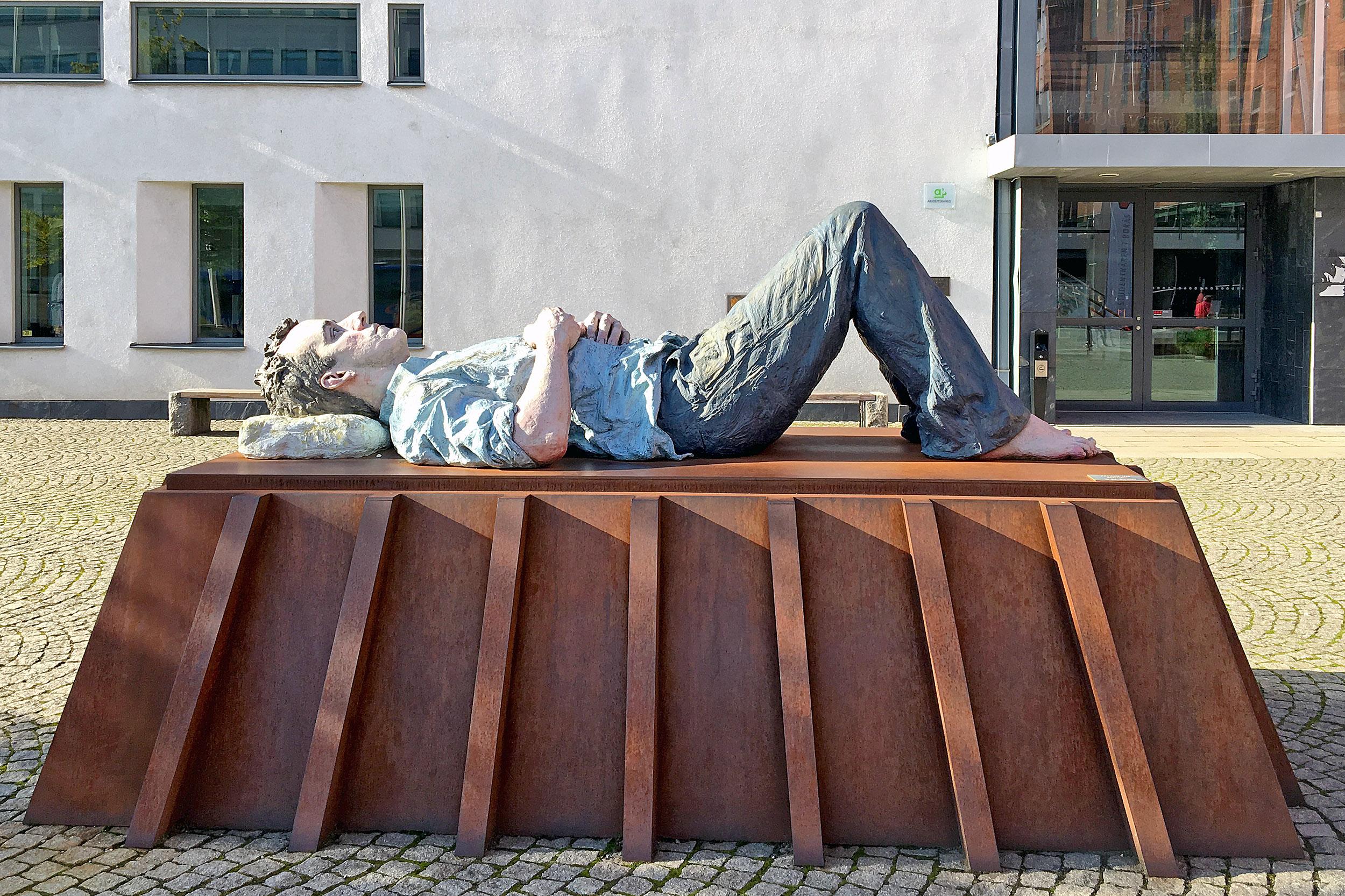 Skulpturen Catafalque av Sean Henry