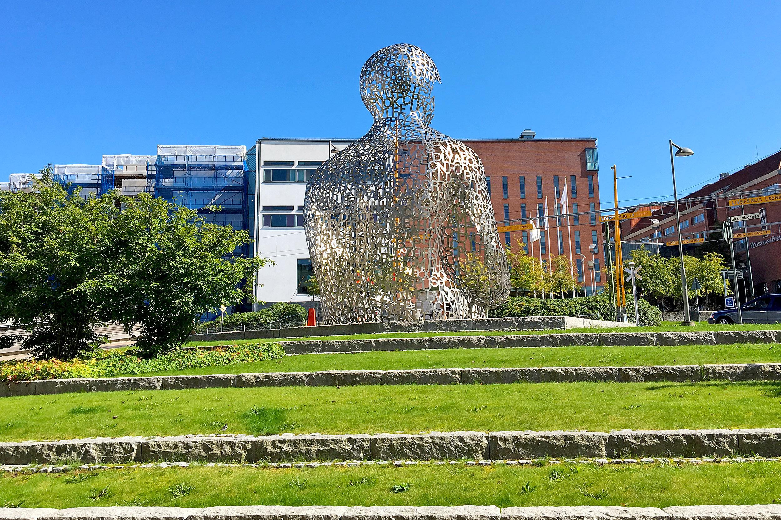 House of Knowledge är gjord av Jaume Plensa.
