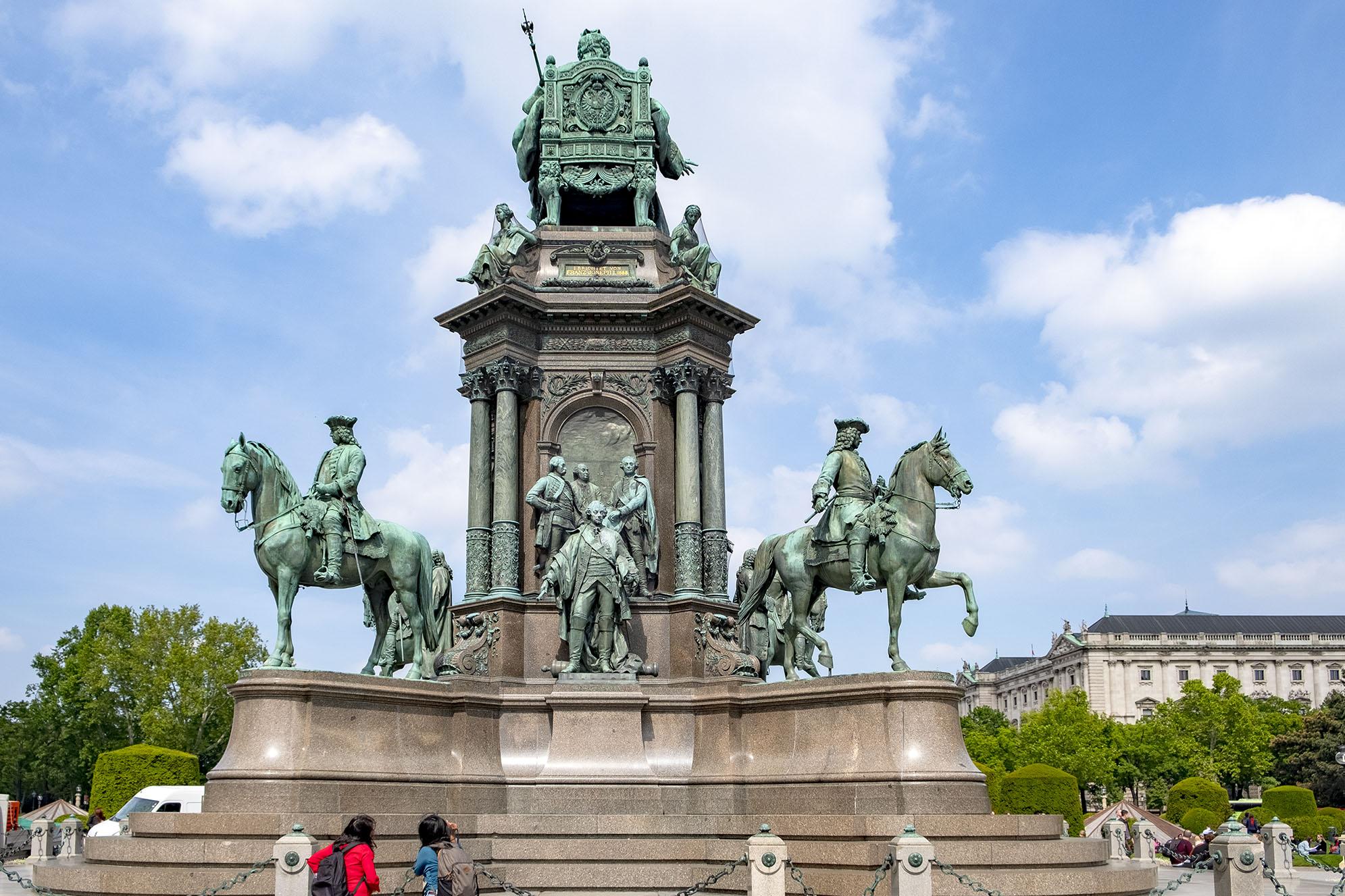 En staty föreställande kejsarinnan Maria Theresa