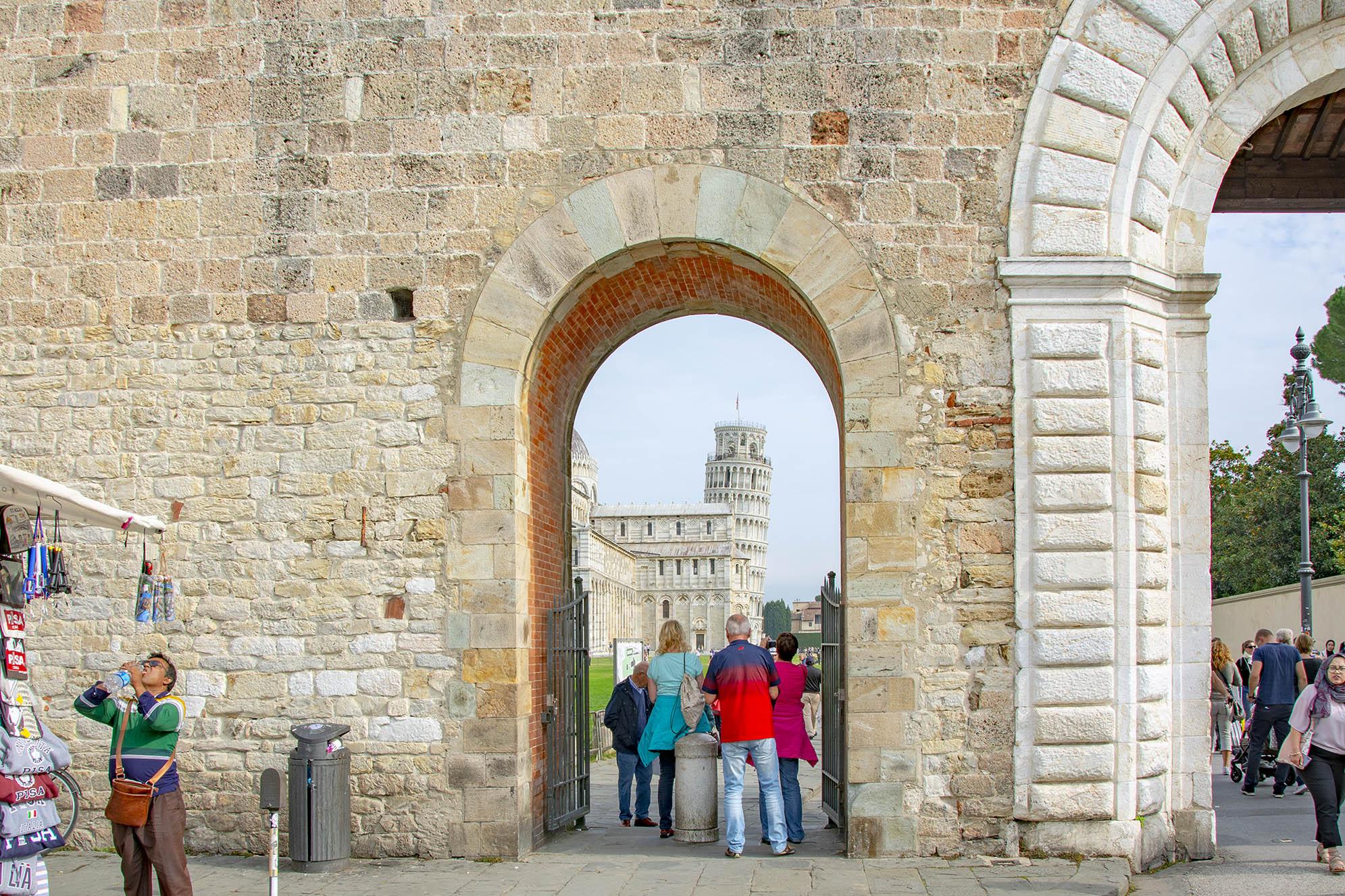 Lutande tornet i Pisa Piazza Daniele Manin.